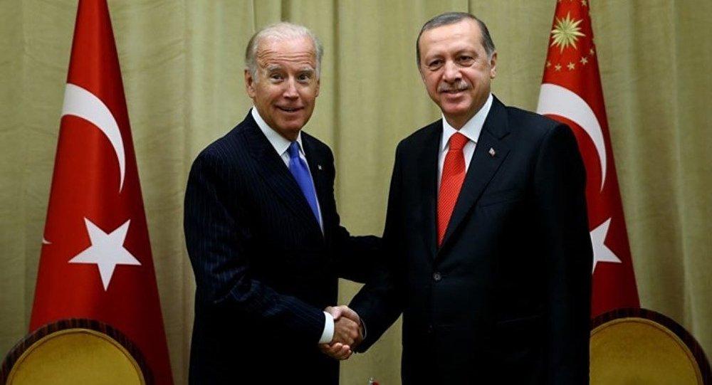 Birleşmiş Milletler 71. Dönem Genel Kurul Toplantıları için New York'ta bulunan Cumhurbaşkanı Recep Tayyip Erdoğan, ABD Başkan Yardımcısı Joe Biden'ı, kalmakta olduğu The Peninsula Hotel'de kabul etti.