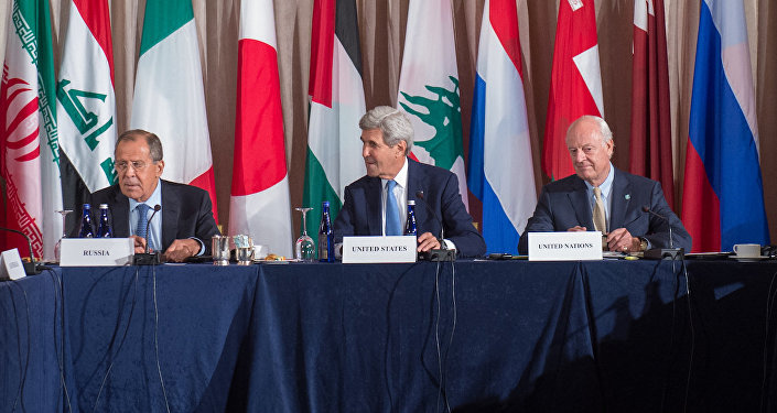 Rusya Dışişleri Bakanı Sergey Lavrov, ABD Dışişleri Bakanı John Kerry ve BM Suriye Daimi Temsilcisi Staffan De Mistura