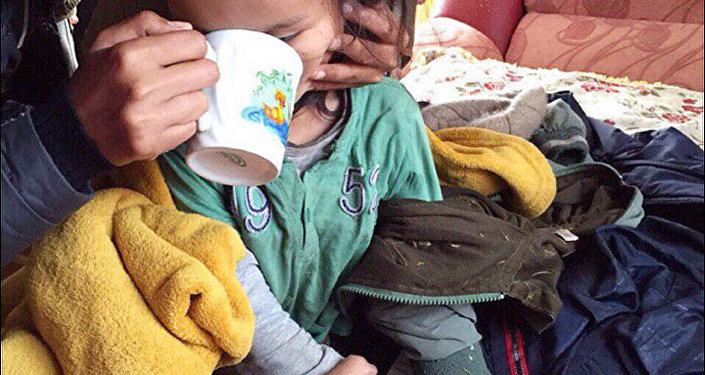 Sibirya'da dondurucu soğukluktaki, vahşi hayvanların olduğu bir ormanda kaybolan Tserin Dopçut isimli 3 yaşındaki çocuk 72 saat sonra sağ bulundu. Çocuğun, üç gün boyunca cebindeki çikolataları yiyerek hayatta kaldığı belirtildi.