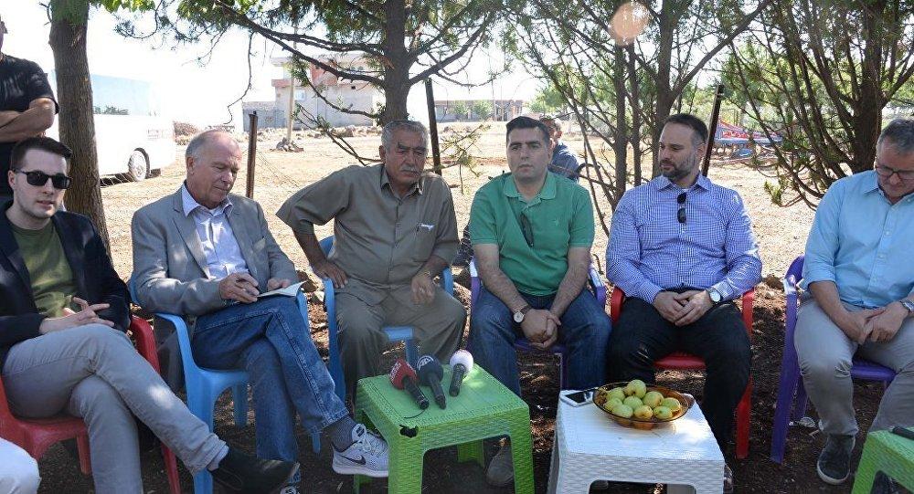 Diyarbakır'da PKK'lıların bomba yüklü kamyoneti patlaması sonucu ölen 16 kişinin köyünü Almanya'dan bir heyet ziyaret etti.