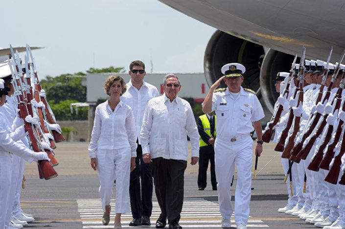 Kolombiya hükümeti ile FARC arasındaki müzakerelere ev sahipliği yapan Küba'nın Devlet Başkanı Raul Castro da anlaşmanın imzalanacağı Cartagena kentine geldi.