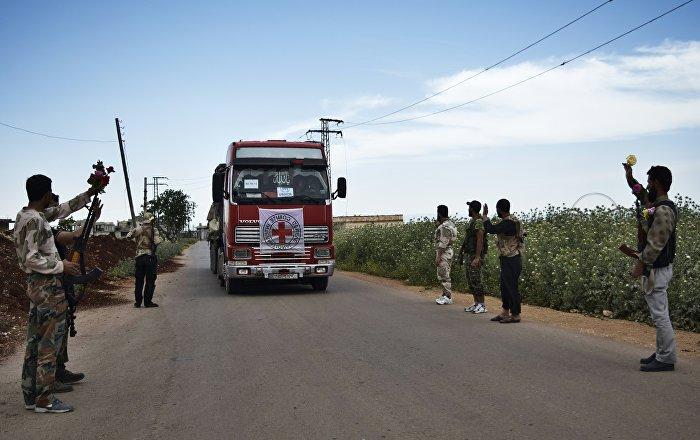 Kızılhaç: Tel Rıfat'taki Afrinlilere 14 TIR insani yardım ulaştırıldı