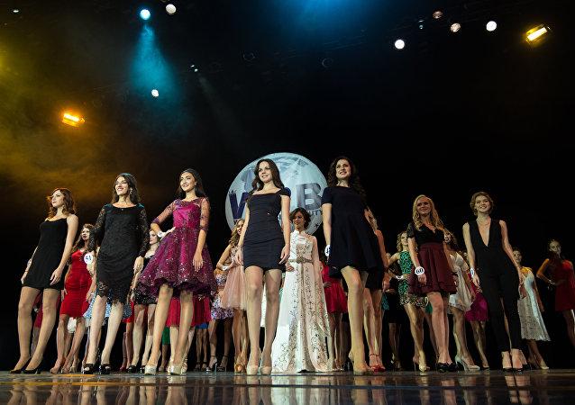 Rusya'nın başkenti Moskova'nın ev sahipliğini yaptığı Rusya Dünya Güzeli  (Miss World Russian Beauty 2016) yarışmasının finalinde, taç 23 yaşındaki Kristina Adamson'a gitti.