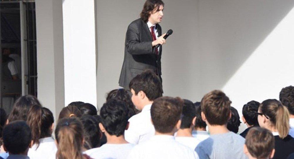 Okul Müdürü Rahmi Önder Karamustafaoğlu