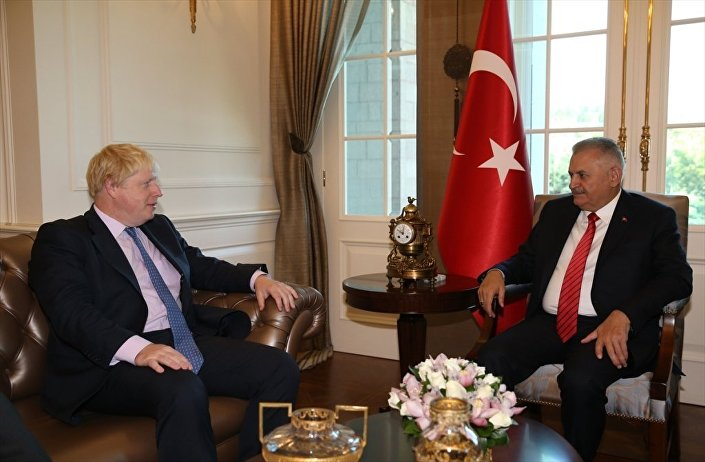 Başbakan Binali Yıldırım, İngiltere Dışişleri Bakanı Boris Johnson'ı Çankaya Köşkü'nde kabul etti.