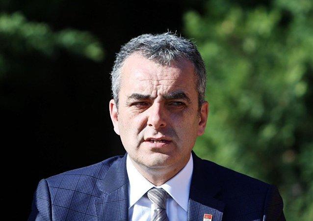 CHP Antalya İl Başkanı Semih Esen, görevinden istifa ettiğini bildirdi.