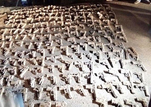 Üsküdar'da yapılan kazıda çok sayıda tabanca bulundu