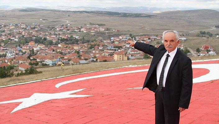 Köy muhtarı Adem Karaağaç, İngiltere Dışişleri Bakanı'nın Türk kökenli olmasından duydukları mutluluğu dile getirip Ali Kemal bu toprakların insanıydı. Osmanlı Devleti'nde önemli görevlerde bulunmuş bir kişiydi. Onun torunu da önemli görevlerde bulunuyor. Kendisini tebrik ediyoruz değerlendirmesinde bulundu.