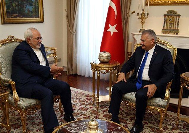 Başbakan Binali Yıldırım İran Dışişleri Bakanı Cevad Zarif'i Çankaya Köşkü'nde kabul etti.