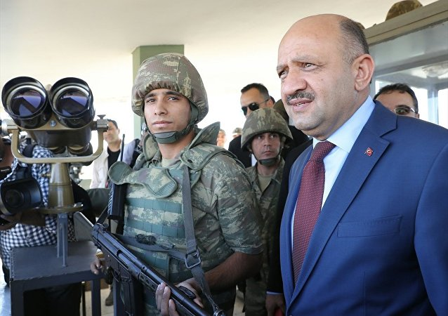 Milli Savunma Bakanı Fikri Işık