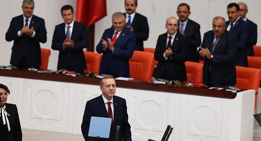 Başbakan Binali Yıldırım, Başbakan Yardımcıları Mehmet Şimşek, Numan Kurtulmuş, Nurettin Canikli, Tuğrul Türkeş ve Veysi Kaynak ile diğer bakanlar da açılışta hazır bulundu.
