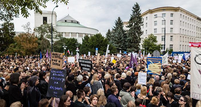 Polonya'da kürtaj yasağı protestosu