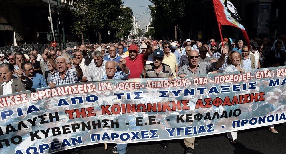 Yunanistan-emekli-protesto