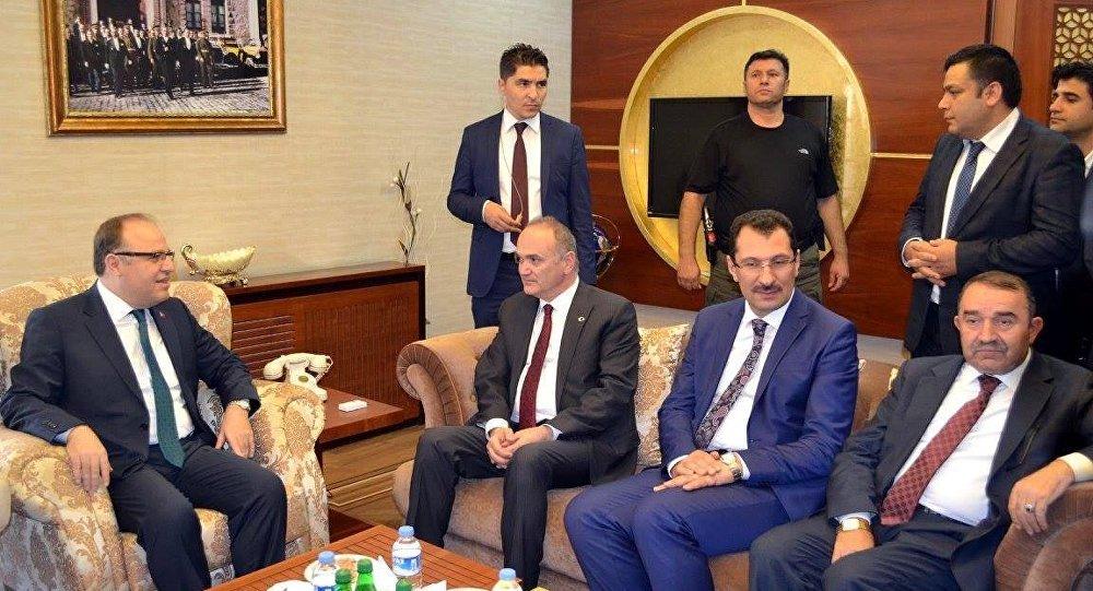 Siirt Valisi Mustafa Tutulmaz'ın koruma polisi Erdal Baloğlu, FETÖ'den açığa alındı.