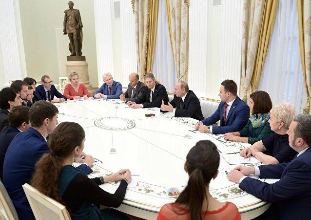 Rusya Devlet Başkanı Vladimir Putin, '2016 Yılın Öğretmenleri' toplantısında