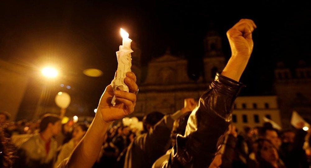Kolombiya barış için yürüyüş