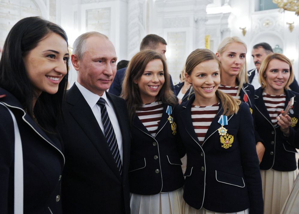 Rusya Devlet Başkanı Vladimir Putin, Brezilya'nın Rio de Janeiro kentinde gerçekleştirilen Olimpiyat Oyunları'na katılan Rus sporcularla Kremlin'de bir araya geldi.
