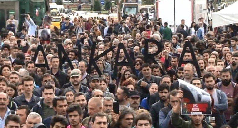 Ankara'daki patlamada hayatını kaybedenler Kadıköy'de anıldı