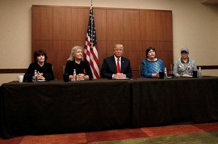 Trump, Bill Clinton'ı tacizle suçlayan kadınlarla