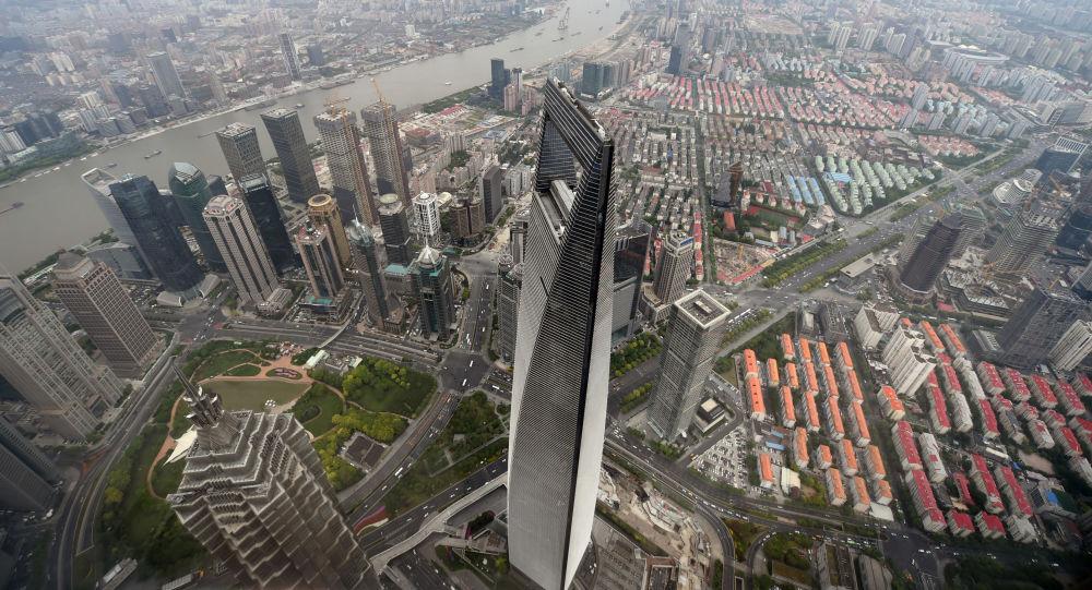 Shanghai'de bulunan yüksekliği 492 metre olan bir Çinli dev yani Dünya Finans Merkezi. Bu bina Çin'in en yüksek binası. Dünyada 5. sırada bulunuyor.