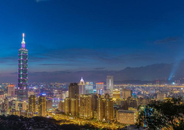 Ünlü Taipei Kulesi Tayvan başkentinde bulunuyor.  Yüksekliği 509 metre.