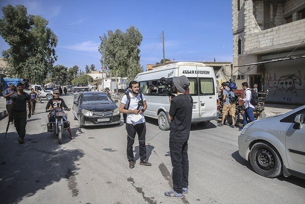 Harekatın ardından gönüllü geri dönüşlerin başlamasıyla ilçe nüfusunun 30 bin civarında olduğu belirtilen notta, IŞİD döneminde tahrip edilen enerji hatlarının yenilenerek ilçe ve çevre köylere elektrik verildiği anımsatıldı.