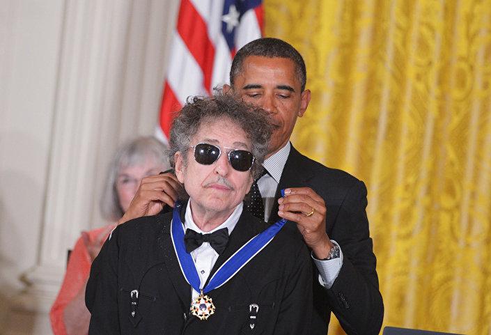 Dylan, 2012'de ABD Başkanı Barack Obama tarafından Özgürlük Madalyası ile ödüllendirilmişti.