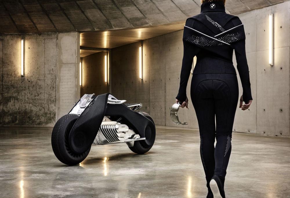 Alman şirketi bu prototipi kullanarak önümüzdeki 100 yıl boyunca motosikletlerinin dizaynının nasıl gelişebileceğini  gösterdi.