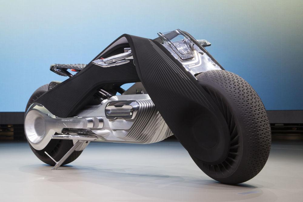 Motorrad kavramı, tasarımcılar tarafından 1923 yılında ortaya çıkmış olan R32 tipi ilk BMW motosikletinin üçgen yapısına dayanarak geliştirildi.