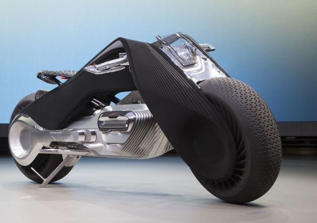 Motorrad kavramı, tasarımcıların görünümünü mümkün olduğu kadar 1923 yılında ortaya çıkmış olan R32 tipi ilk BMW motosikletine benzemesi için elinden geleni yaptıkları üçgen yapısına dayanarak geliştirildi.
