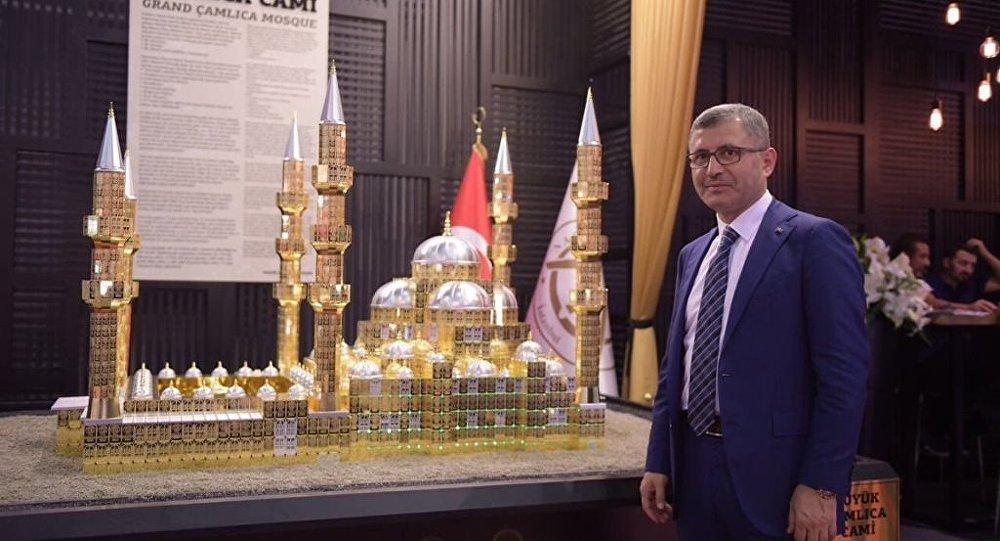 AK Partili Belediye Başkanı, Çamlıca Camii'nin altın maketini yaptırdı.