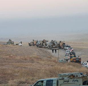 Musul operasyonuna çerçevesinde ilerleyen konvoyun ön sırasında zırhlı araçların yanı sıra iş makineleri de bulunuyor.