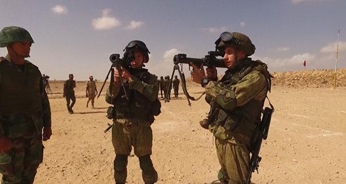 Rus ve Mısırlı paraşütçülerden ilk ortak tatbikat