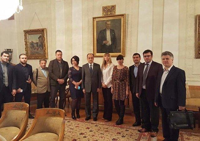 Türkiye'nin Moskova Büyükelçisi Ümit Yardım, Rusya'nın önde gelen ajans ve gazete temsilcilerini kendi rezidansında ağırladı.