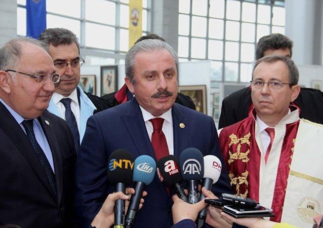 Trakya Üniversitesinin akademik yıl açılış töreni için Edirne'ye gelen TBMM Anayasa Komisyonu Başkanı Mustafa Şentop, gazetecilerin sorularını yanıtladı.