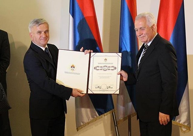 Sırp meclisinden savaş suçlularına teşekkür belgesi