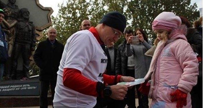 Donbass'ta ölen çocuklar için 150 kilometre koşan Rus koşucu