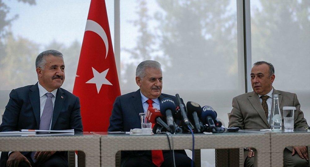 Başbakan Binali Yıldırım, Çankaya Köşkü'ndeki Basın Merkezi'ni ziyaret ederek, gazetecilerin sorularını yanıtladı.