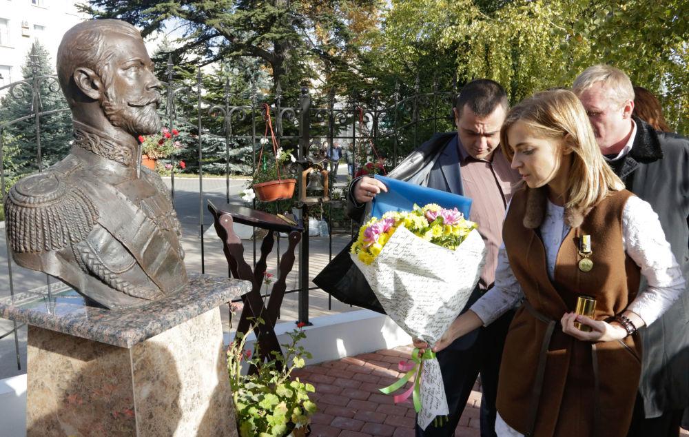 Ayrıca alanda 2. Nikolay'ın büstü de yer alıyor.