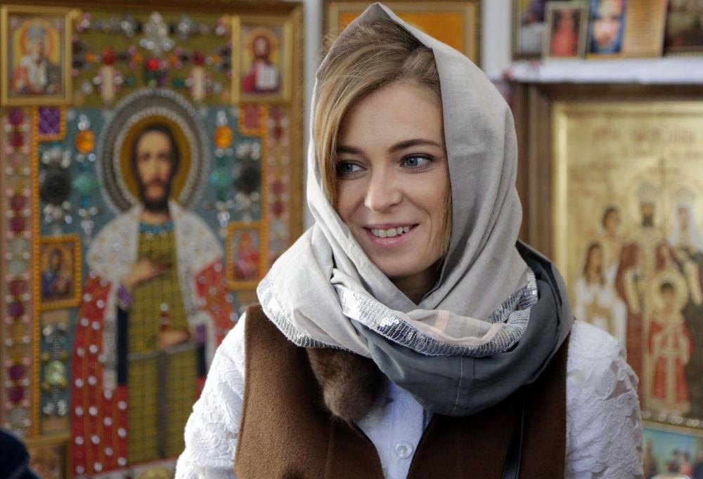 Şapelde Poklonskaya'nın ve ziyaretçilerin hediye ettikleri de dahil çok nadir el yapımı ikonalar mevcut.