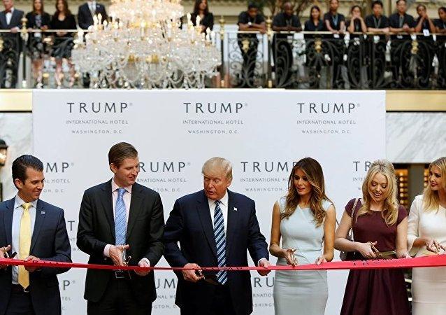 Donald Trump, Beyaz Saray'ın yakınına otel açtı