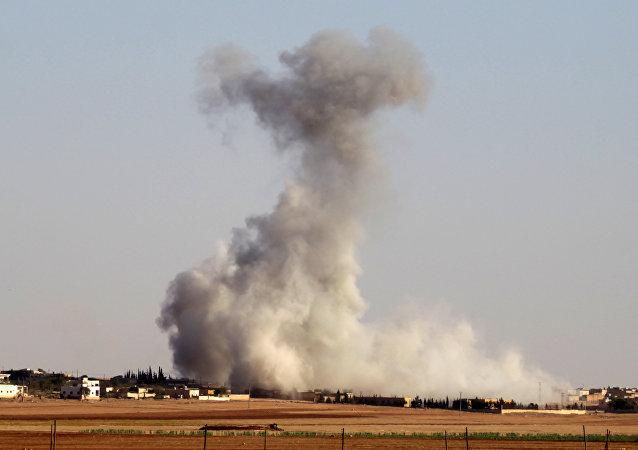 Halep'te teröristler ordu güçlerine Grad füzeleriyle saldırıyor