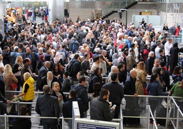 İçişleri Bakanlığı, hudut kapıları ve havalimanlarında giriş çıkışlarda POLNET sistemiyle ilgili dün yaşanan aksaklık hakkında açıklama yaptı