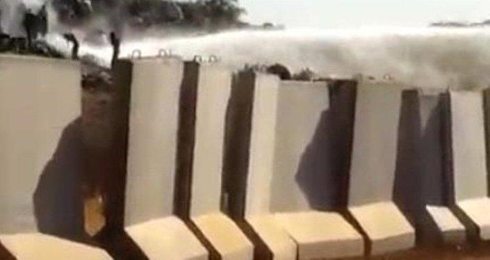 Hatay'ın Afrin sınırında beton bariyer gerginliği