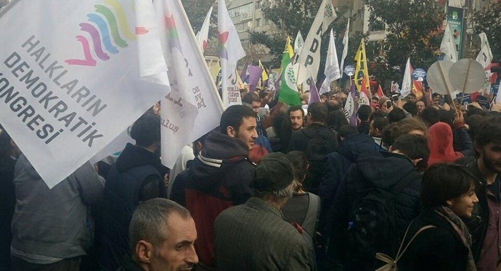 HDP Şişli Gültan Kışanak ve Fırak Anlı gözaltı protestosu