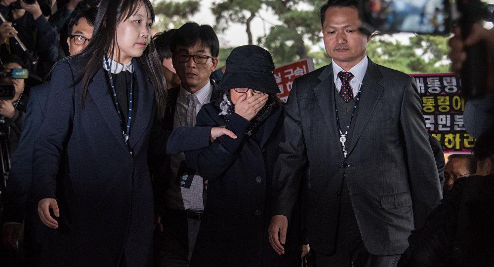 Güney Kore'deki siyasi skandalın aktörlerinden Choi Soon-Sil