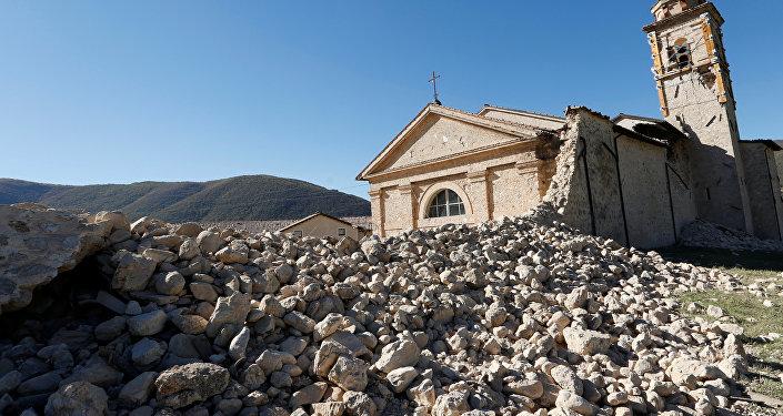 Ülkenin orta kesiminde, başkent Roma'nın 180 kilometre kadar kuzeydoğusundaki Norcia'da, sabah yerel saatle 07.40'ta meydana gelen ve şu ana kadar hiç can kaybının yaşanmadığı, 20 kişinin yaralandığı 6,5 büyüklüğündeki deprem sonrası bölgede, çok sayıda kişi evlerini terk etmiş durumda.