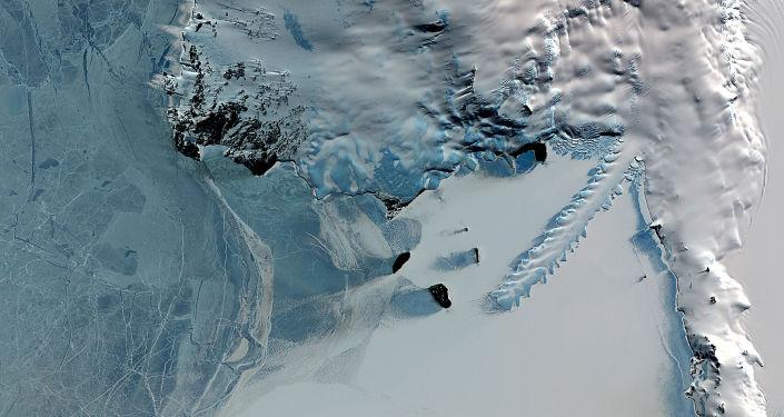 Buzullar altında gizemli bir enerji kaynağı bulundu