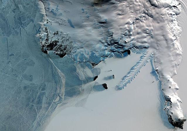 Antarktika'daki Erebus yanardağı.