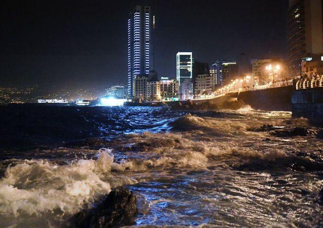 Lübnan'ın başkenti Beyrut'taki Korniş sahil şeridi.